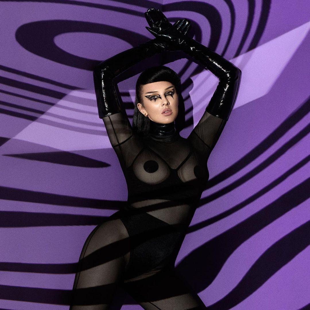 В образе фехтовальщицы: MARUV снялась для обложки российского Playboy (ФОТО) - фото №2