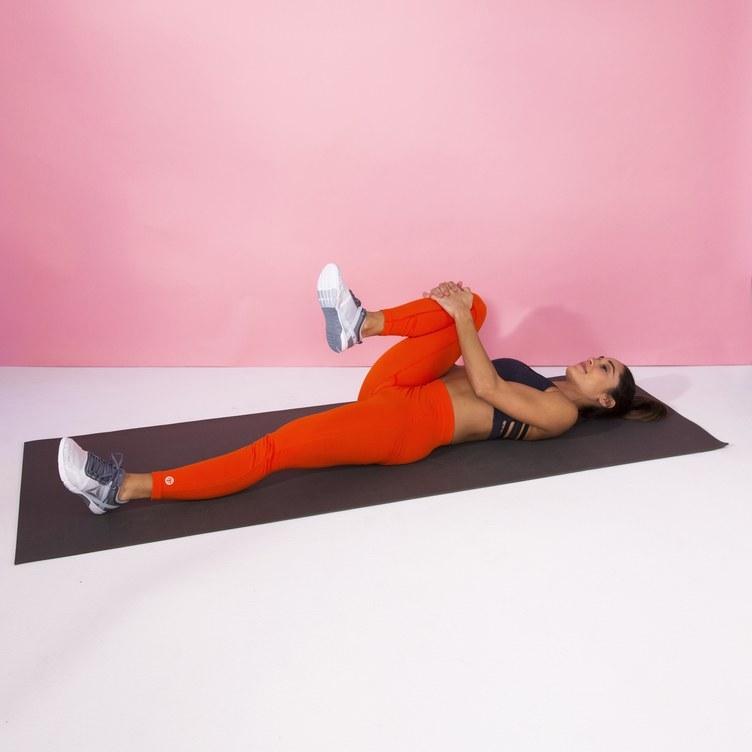 Йога для спины: 8 упражнений, с которыми вы навсегда забудете о болях в спине - фото №2