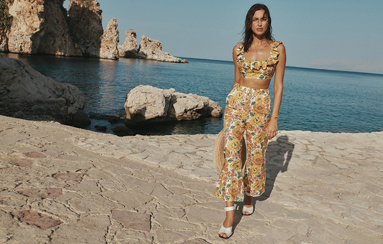 Рай на земле: Ирина Шейк снялась в горячей рекламе купальников Zimmermann (ФОТО) - фото №5