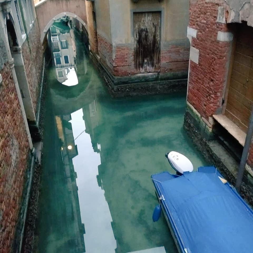 венеция прозрачная вода