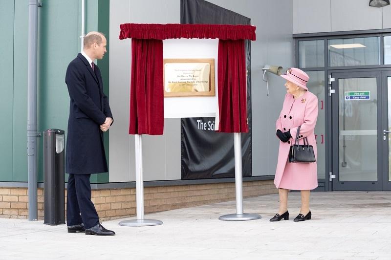Королева Елизавета II впервые за 7 месяцев появилась на публике (ФОТО) - фото №5