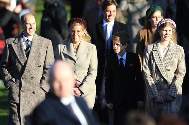 Британская королевская семья посетила рождественскую службу (ФОТО) - фото №1