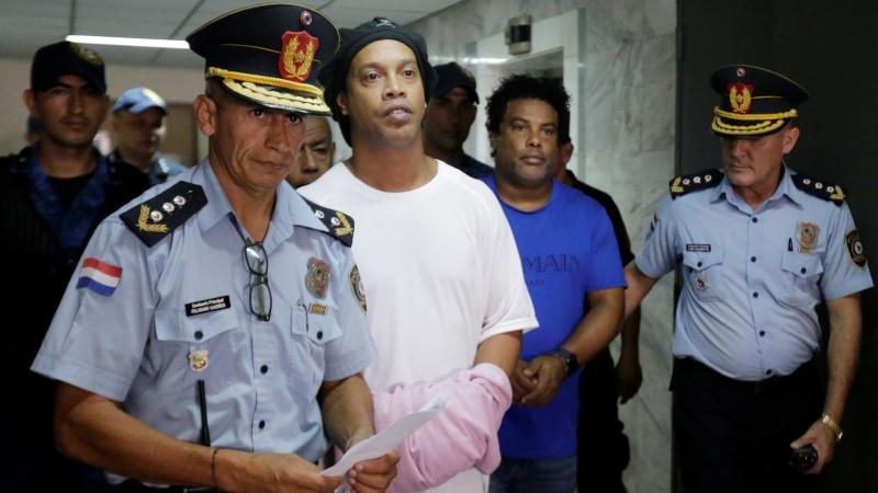Роналдиньо в тюрьме: футболист выиграл 16-килограммового поросенка в лиге для осужденных - фото №3