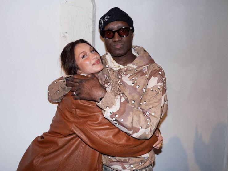 Кожаный пиджак и водолазка: Белла Хадид дает мастер-класс в стиле 90-х - фото №3