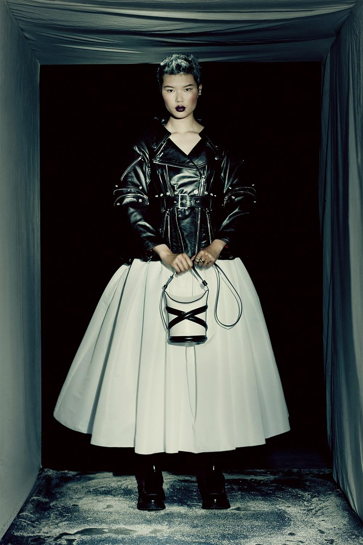 Кровавая мода: Alexander McQueen представили новую коллекцию (ФОТО) - фото №6
