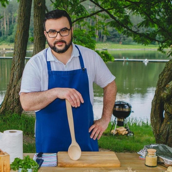 Вкусная подборка: Руслан Сеничкин поделился любимыми рецептами украинских блюд ко Дню Независимости - фото №1