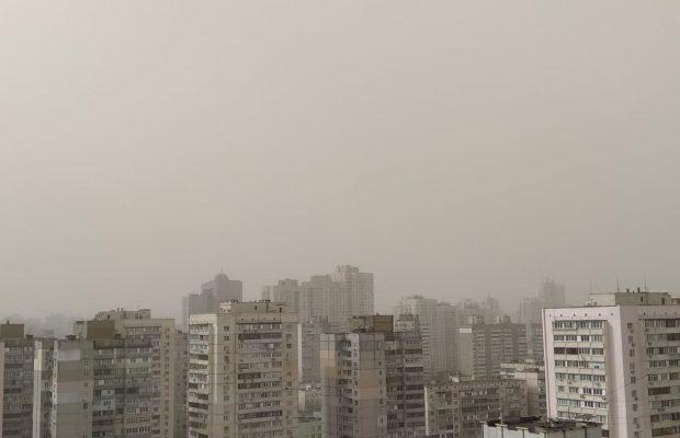 Киевскую область накрыла пылевая буря: уже есть пострадавшие (ФОТО+ВИДЕО) - фото №2