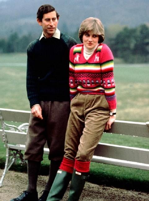 Как стильно носить свитер на примере принцессы Дианы - фото №2