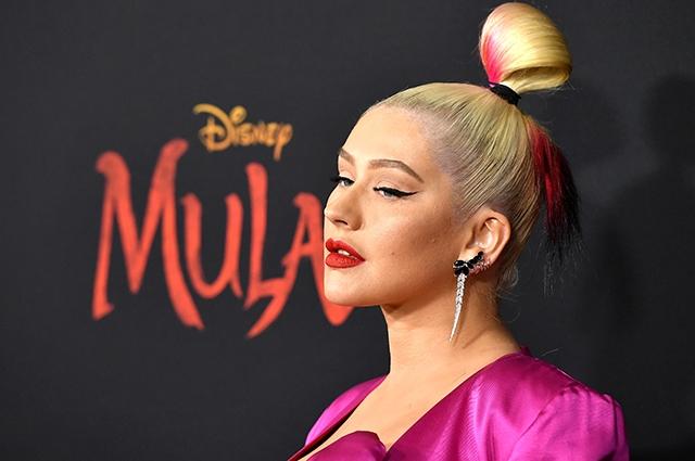 """Ausschnitt, Stiefel und rote Lippen: Christina Aguilera bei der Premiere des Films """"Mulan"""" (FOTO) - Foto # 3"""