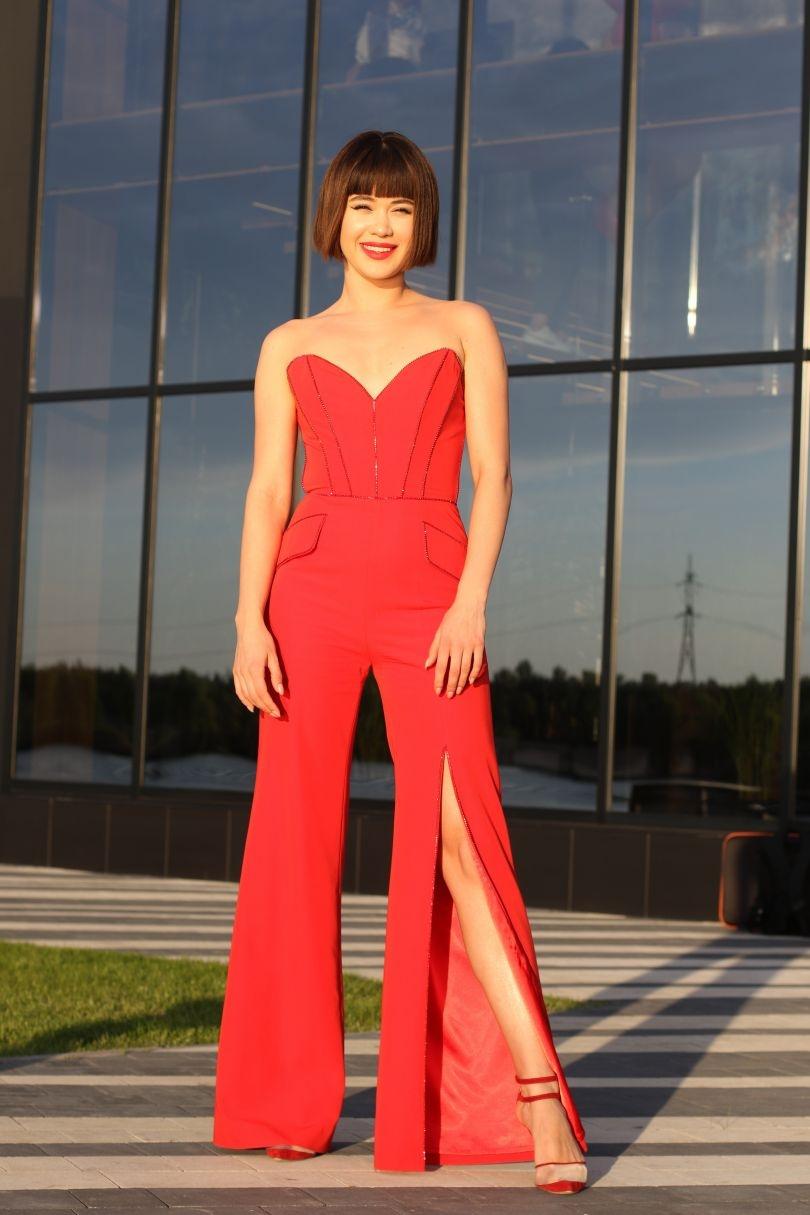 Viva! Awards 2021: выбираем самый эффектный наряды на красной дорожке (ФОТО+ГОЛОСОВАНИЕ) - фото №5