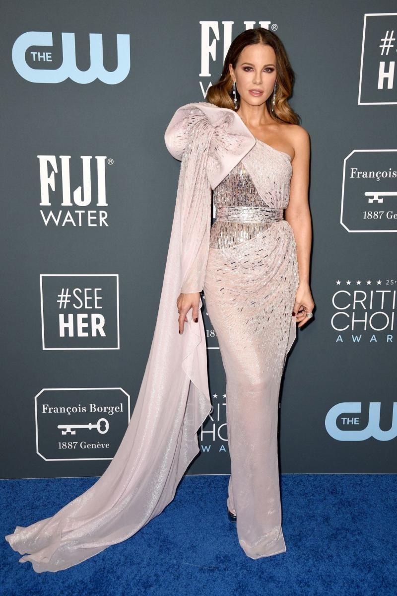 Critics' Choice Awards 2020: самые яркие наряды с красной дорожки - фото №6