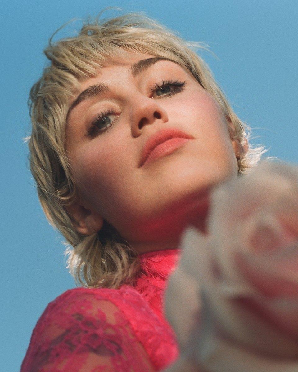 Майли Сайрус стала лицом нового парфюма Gucci и снялась в нежной рекламной кампании (ФОТО+ВИДЕО) - фото №1