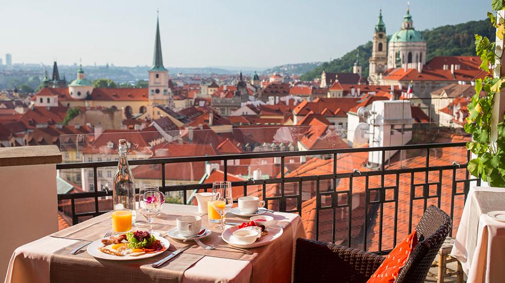 В Чехии снимают карантин: как страна будет возвращаться к нормальной жизни - фото №2