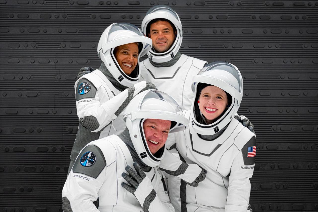 Туризм будущего: компания Илона Маска SpaceX впервые отправила в космос гражданскую миссию - фото №1