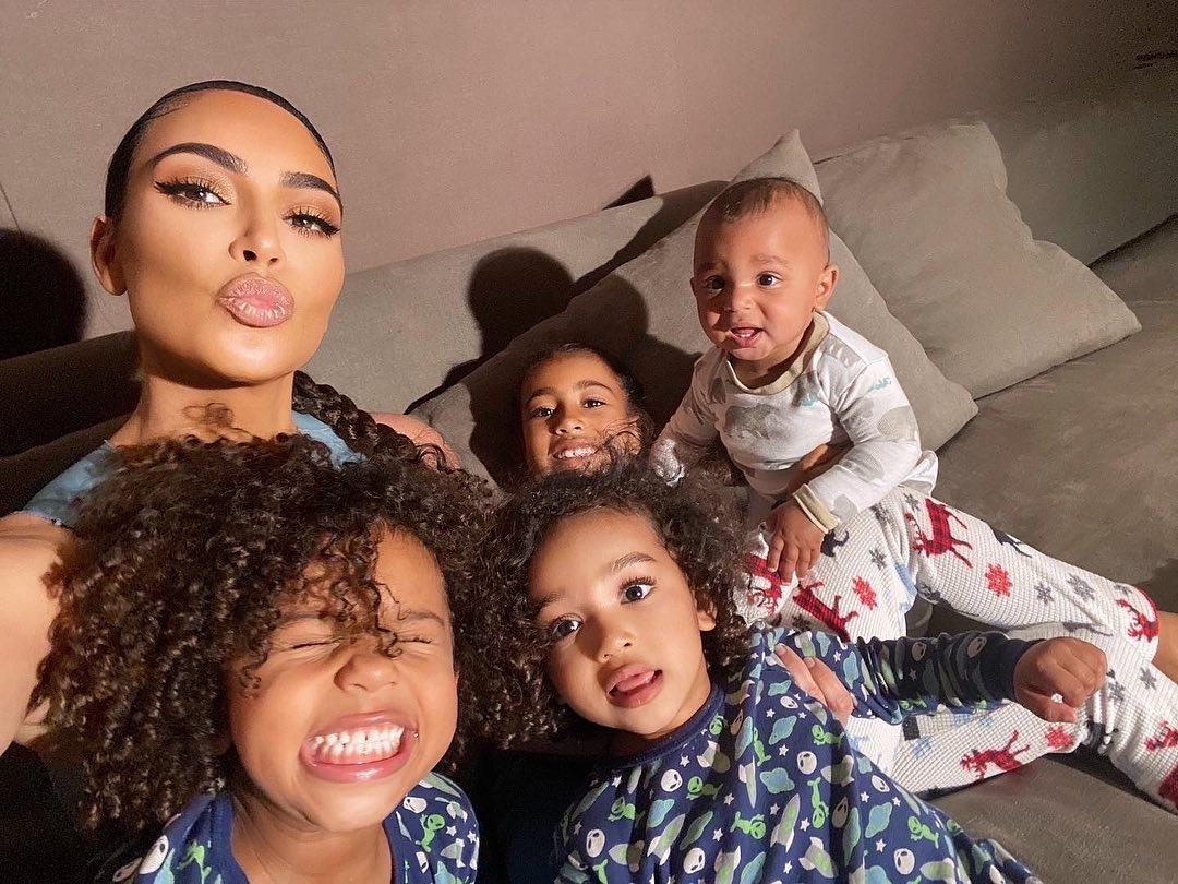 Дочки-матери: подборка звездных мам с детьми - фото №12