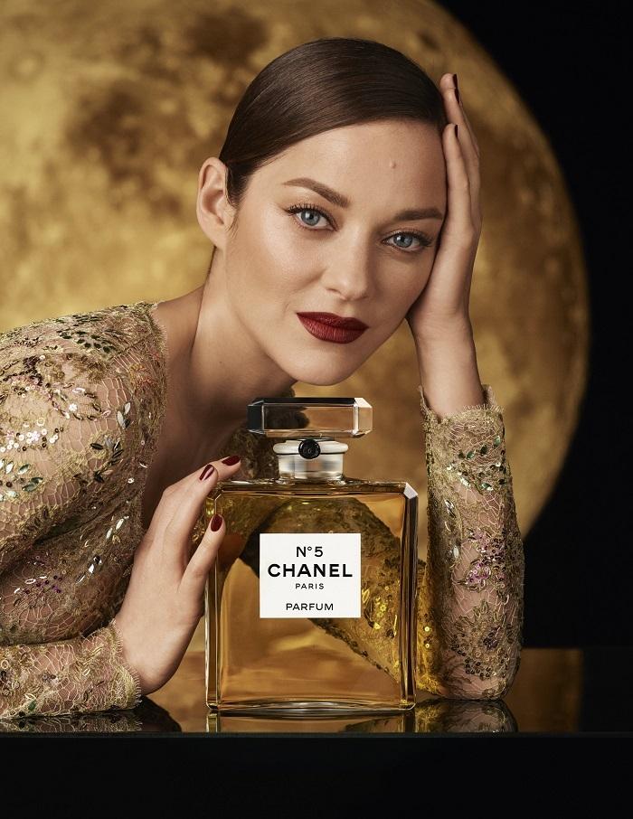 Луна, любовь и Марион Котийяр. Смотрите волшебную рекламу парфюма Chanel №5 (ФОТО+ВИДЕО) - фото №1