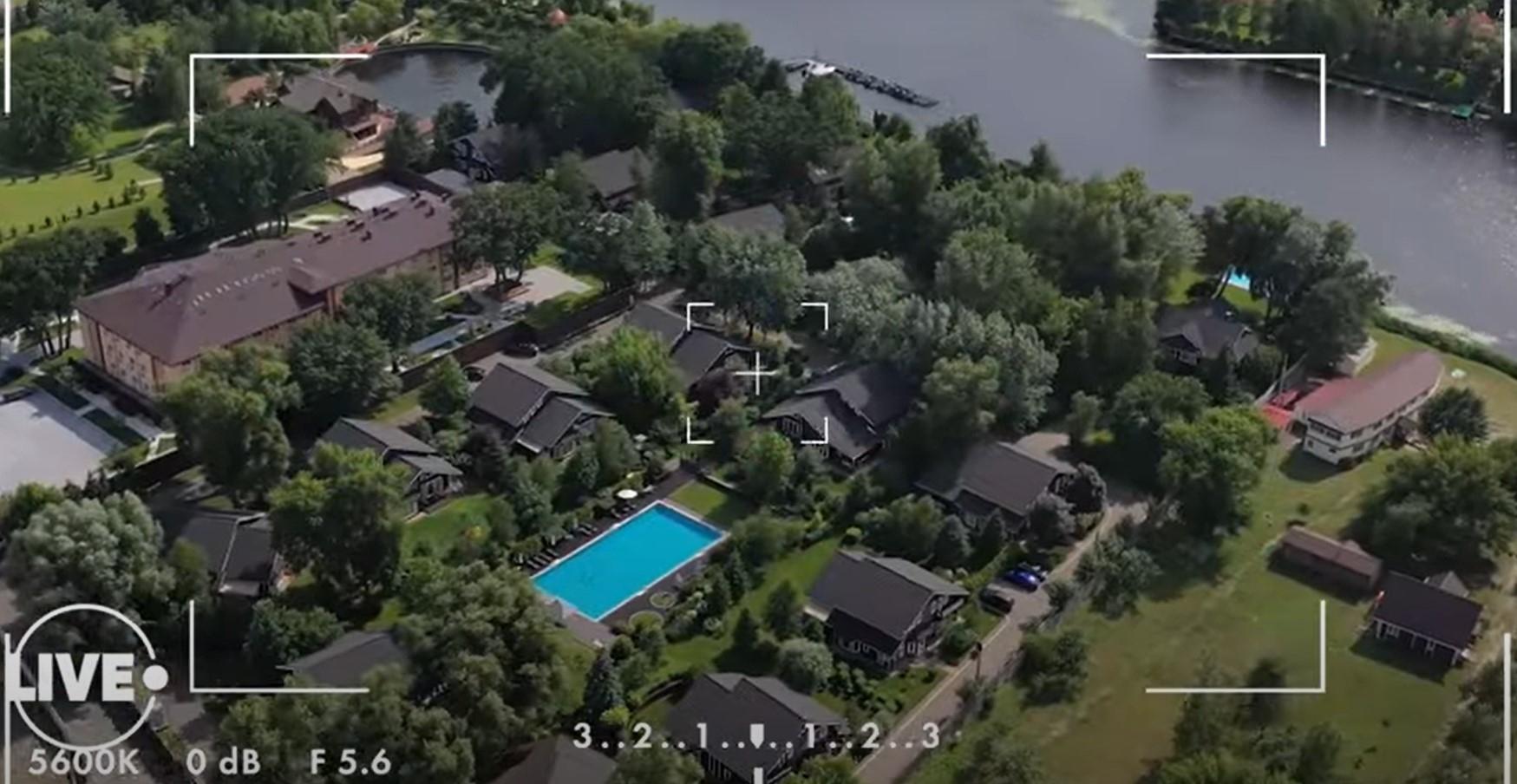 Стильный ремонт, антиквариат и бассейн с морской водой: смотрите, как выглядит дом Елены Кравец (ФОТО) - фото №1