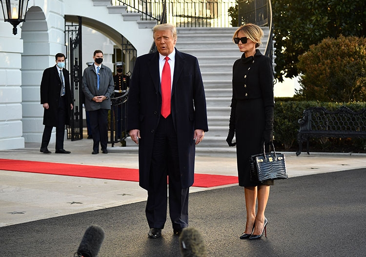 Траурный total black: последний выход Мелании Трамп в статусе первой леди США (ФОТО) - фото №1