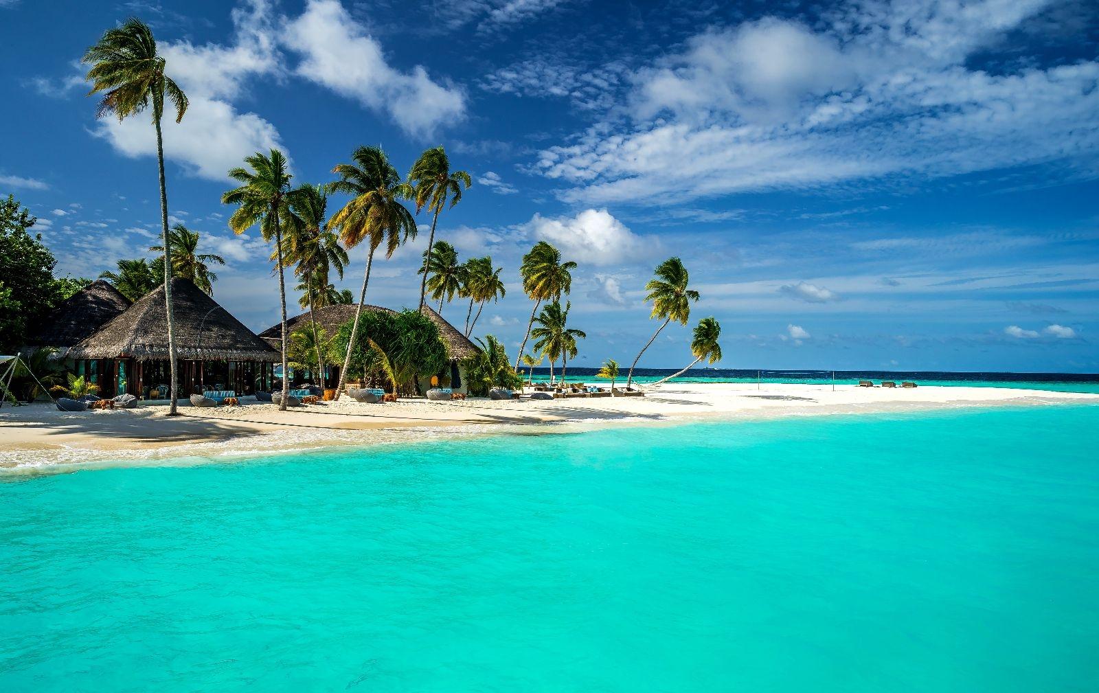 Карантин на Мальдивах: туристов приглашают на роскошный курорт для изоляции от коронавируса (видео) - фото №1