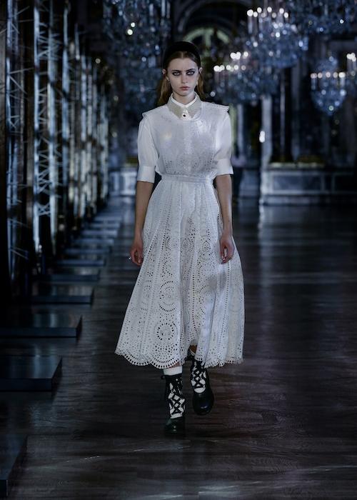 Розы, зеркала и кружевные фартуки: обзор новой коллекции Dior (ФОТО) - фото №6