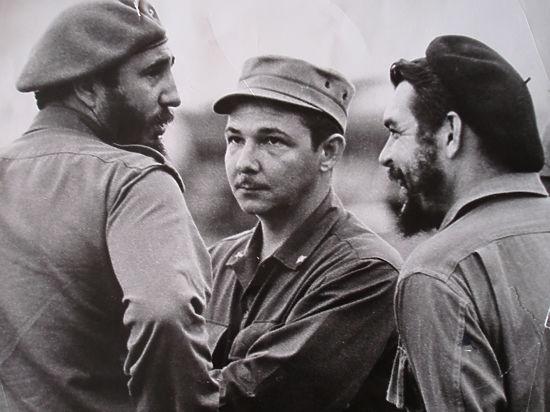 Лидер Кубы Рауль Кастро ушел в отставку - фото №3
