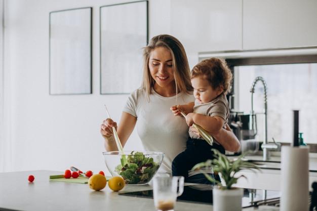 ребенок и овощи