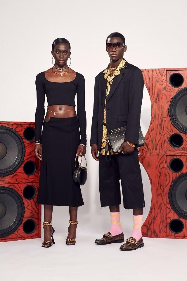 Брюки с низкой посадкой и змеиный принт: Versace представили новую круизную коллекцию (ФОТО) - фото №9