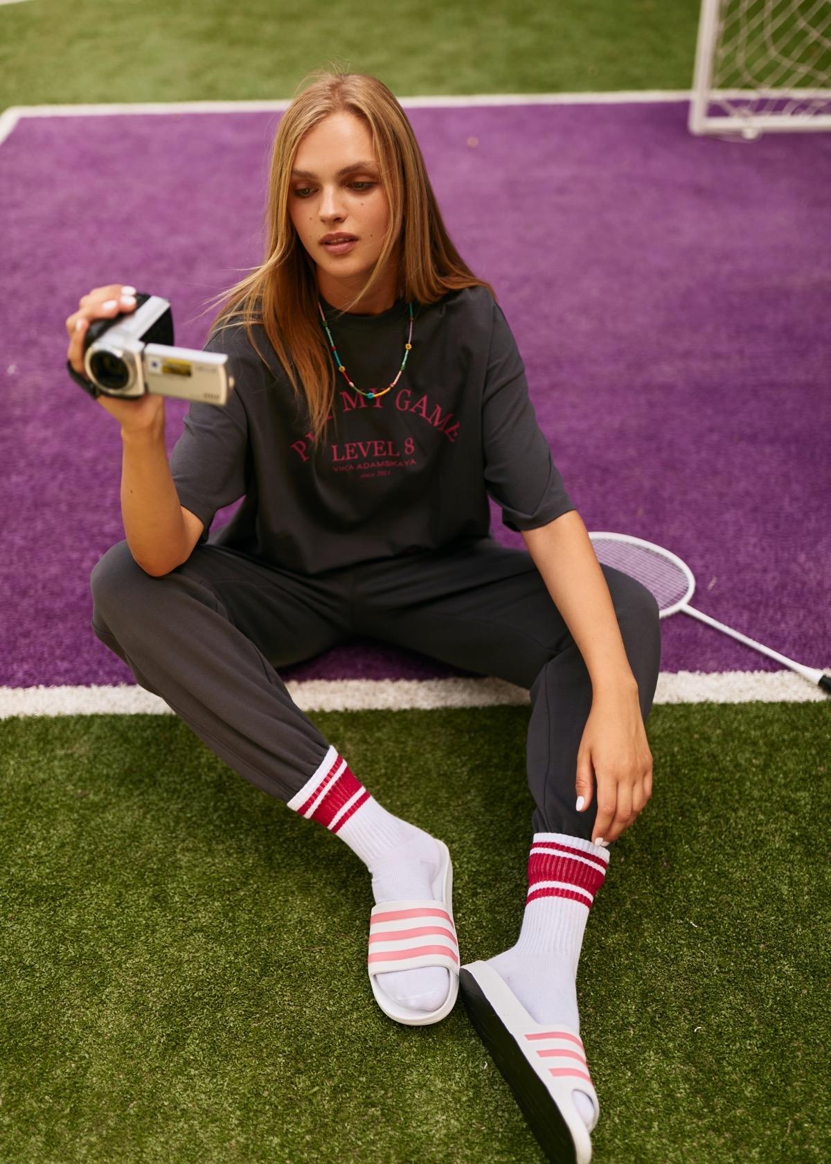 В этом мире побеждает любовь: бренд VIKA ADAMSKAYA представил новую коллекцию стильной спортивной одежды (ФОТО) - фото №1