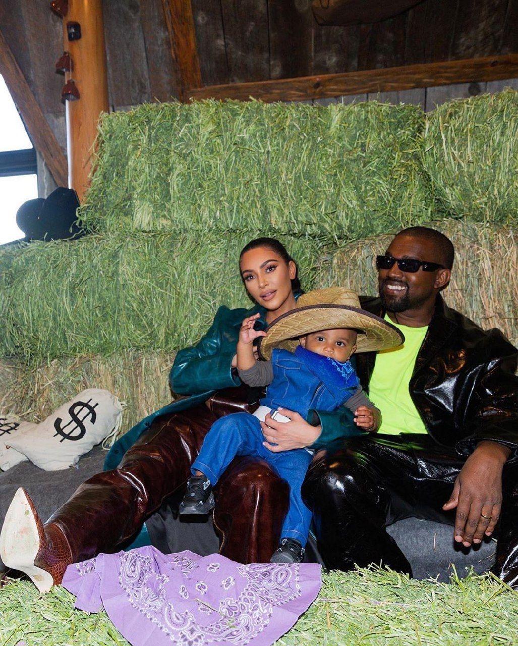 Канье Уэст и Ким Кардашьян с детьми фото