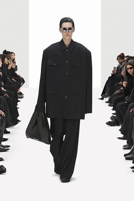 Цветочные платья, траурные костюмы и эстетика 90-х: Balenciaga выпустили новую коллекцию (ФОТО) - фото №3