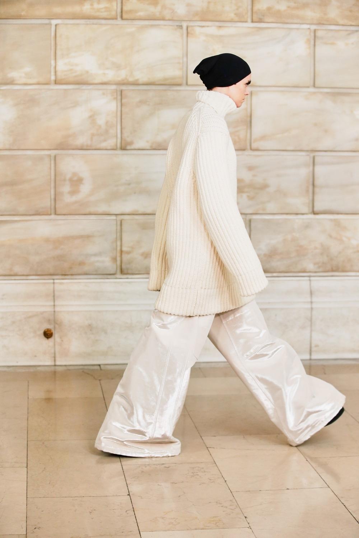 Платье с брюками, сумасшедшие объемы и смелые принты: новая коллекция Marc Jacobs (ФОТО) - фото №1