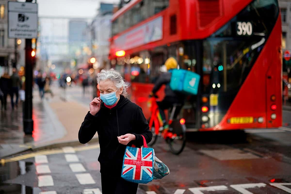 В Британии обнаружили новую разновидность коронавируса: зафиксировано более тысячи случаев болезни - фото №2