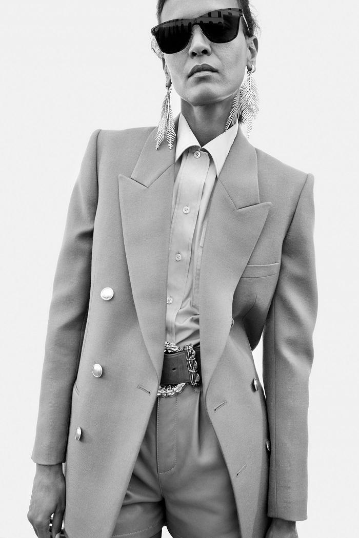 Кружевные боди и строгие костюмы: обзор новой коллекции Saint Laurent Resort 2021 (ФОТО) - фото №4
