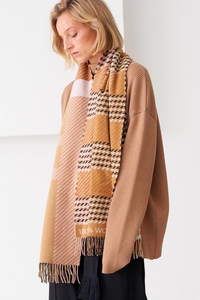 Вещь дня: принц Чарльз выпустил экологический шарф из премиальной шерсти (ФОТО) - фото №2