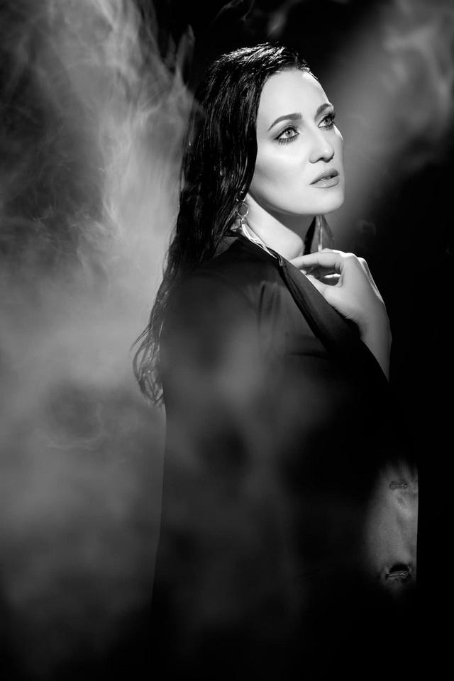 Украинская Моника Беллуччи: ведущая Соломия Витвицкая заинтриговала серией черно-белых фото - фото №3