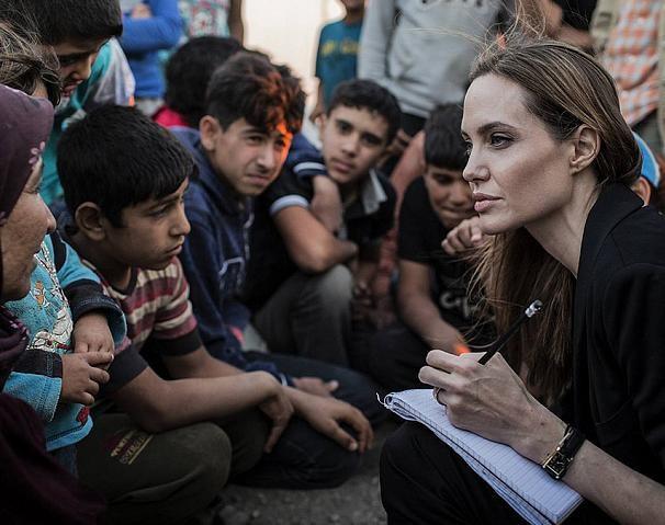 Вместе против болезни: Анджелина Джоли и Кайли Дженнер пожертвовали по миллиону на борьбу с коронавирусом - фото №1