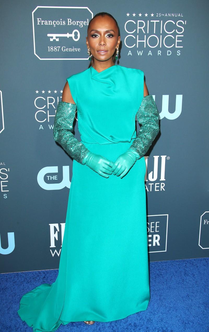 Critics' Choice Awards 2020: самые яркие наряды с красной дорожки - фото №16