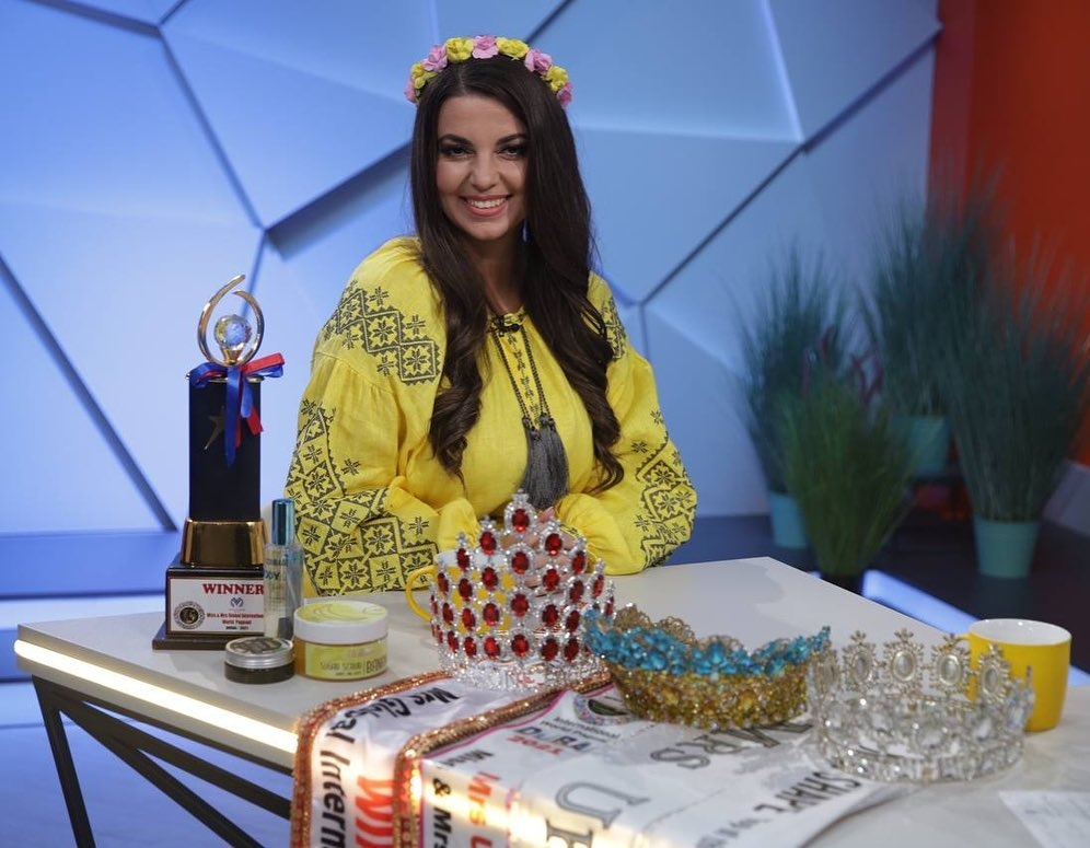 """Самокоронация? Победительницу """"Мисс мира plus-size 2021"""" Викторию Щелко обвинили во лжи - фото №1"""