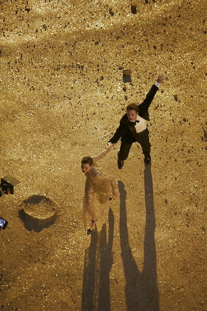 За кадром. Смотрите, как снимали рекламу Chanel №5 с Марион Котийяр (ФОТО+ВИДЕО) - фото №6
