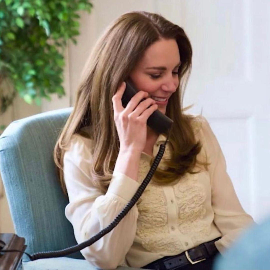 Образ дня: Кейт Миддлтон в блузе, которую она носит уже больше десяти лет (ФОТО) - фото №1