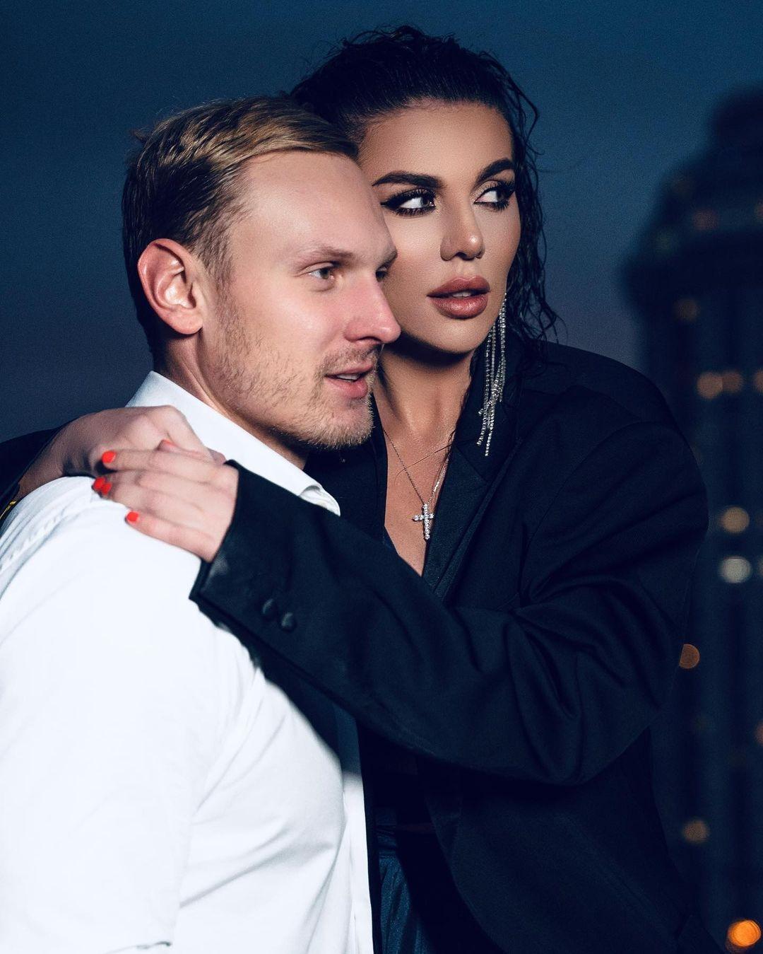 """""""Вы должны просто любить его без зарплаты"""": Анна Седокова призналась, что содержит своего мужа-баскетболиста - фото №1"""