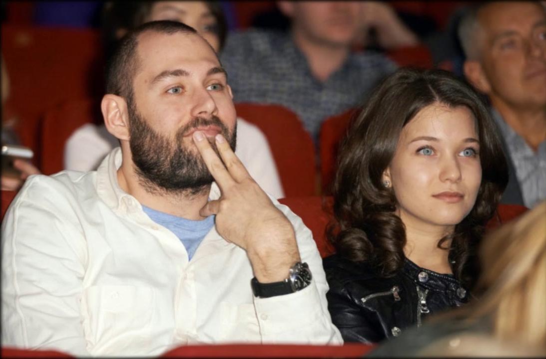 Семен Слепаков и Аглая Тарасова впервые после слухов о романе вышли в свет вместе - фото №2