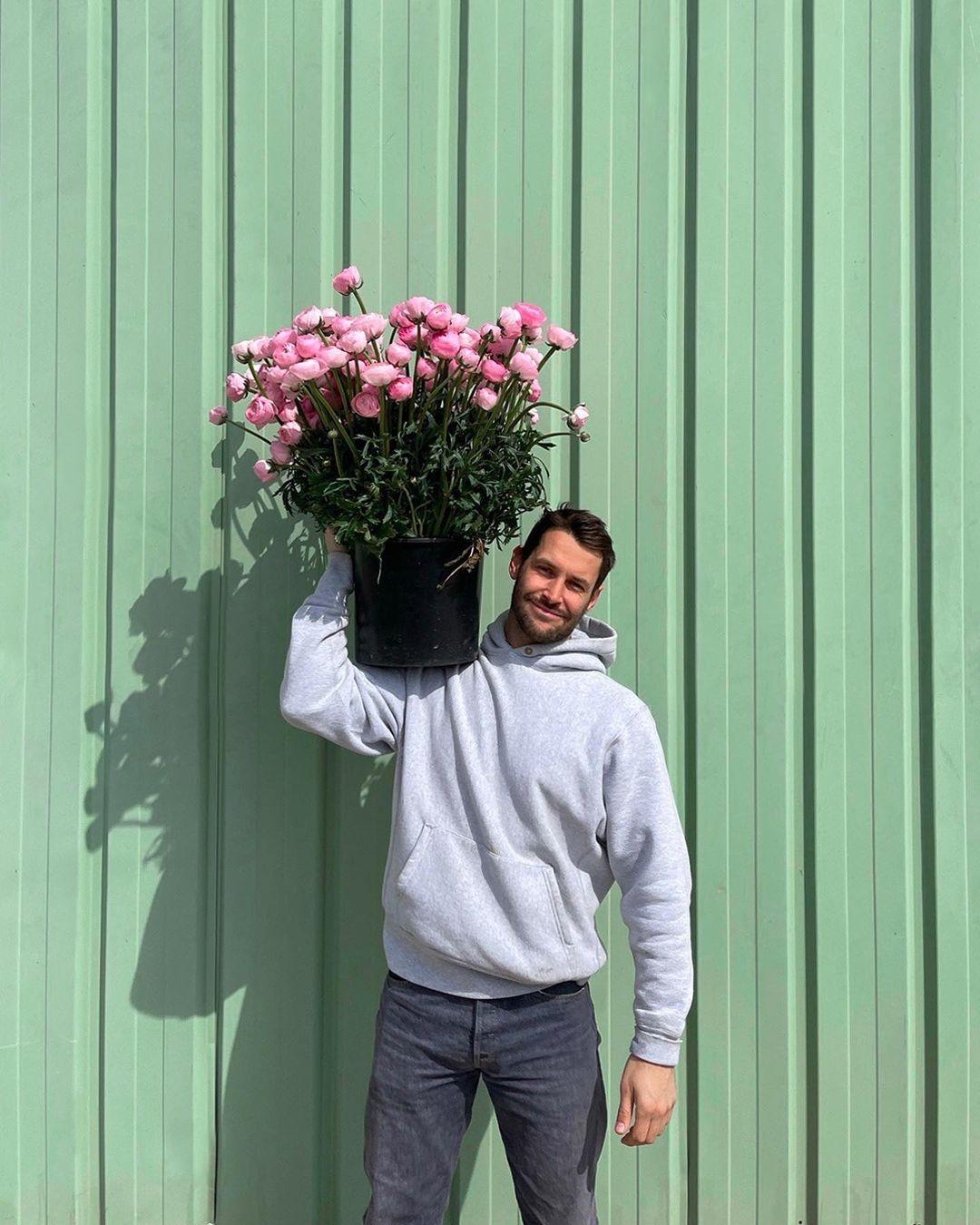 Jacquemus открыли цветочный магазин в Париже (ФОТО) - фото №2