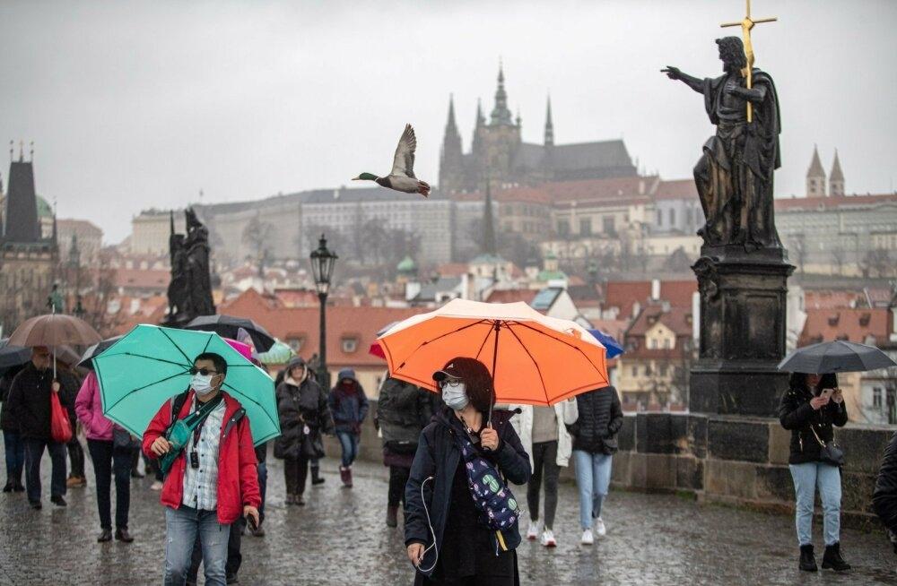 Маски носить не обязательно: в Чехии продлили карантин, но смягчили условия - фото №1