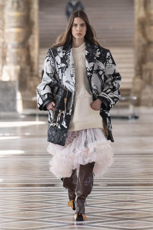 Louis Vuitton провели показ в Лувре: смотрите, как это было (ФОТО) - фото №2