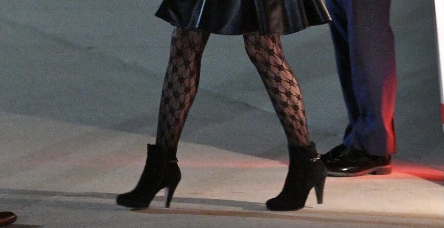 В Сети раскритиковали новый образ Джилл Байден из-за колготок с узором (ФОТО) - фото №2