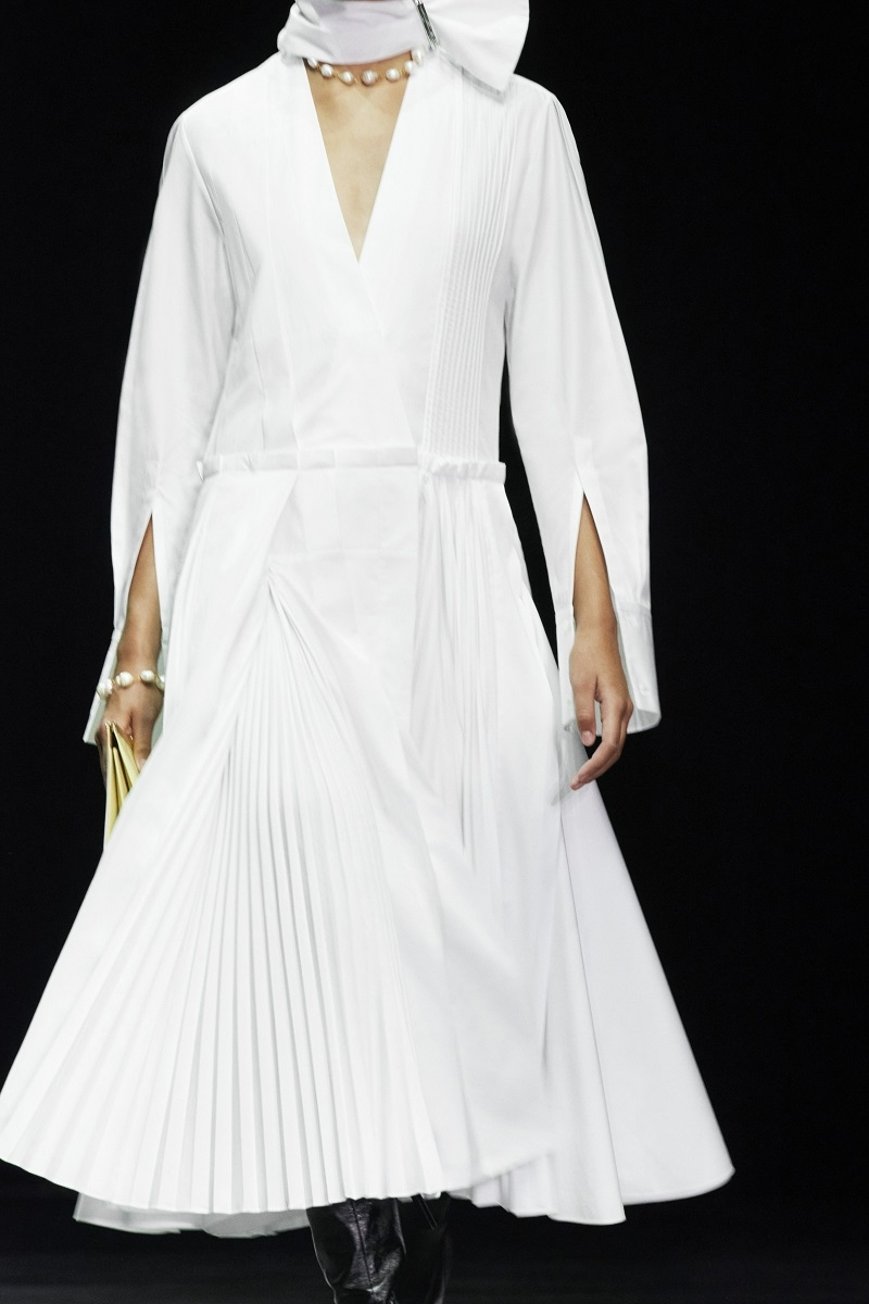 Шелковые платья, золото и много кожи: Jil Sander выпустили новую коллекцию весна-лето 2021 (ФОТО) - фото №4