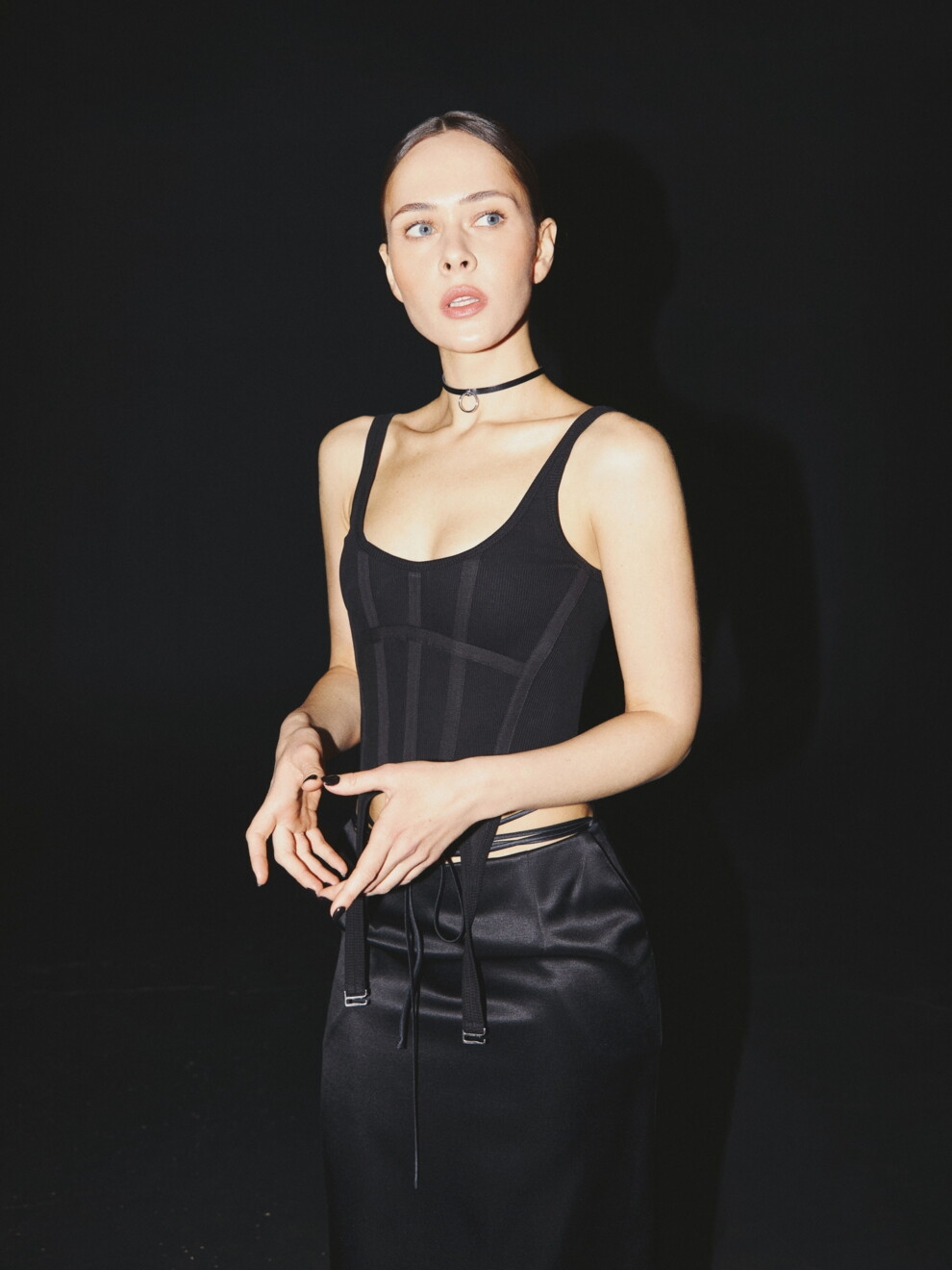 В соблазнительных корсетах и неоновых колготках: Юлия Санина снялась для Vogue (ФОТО) - фото №5