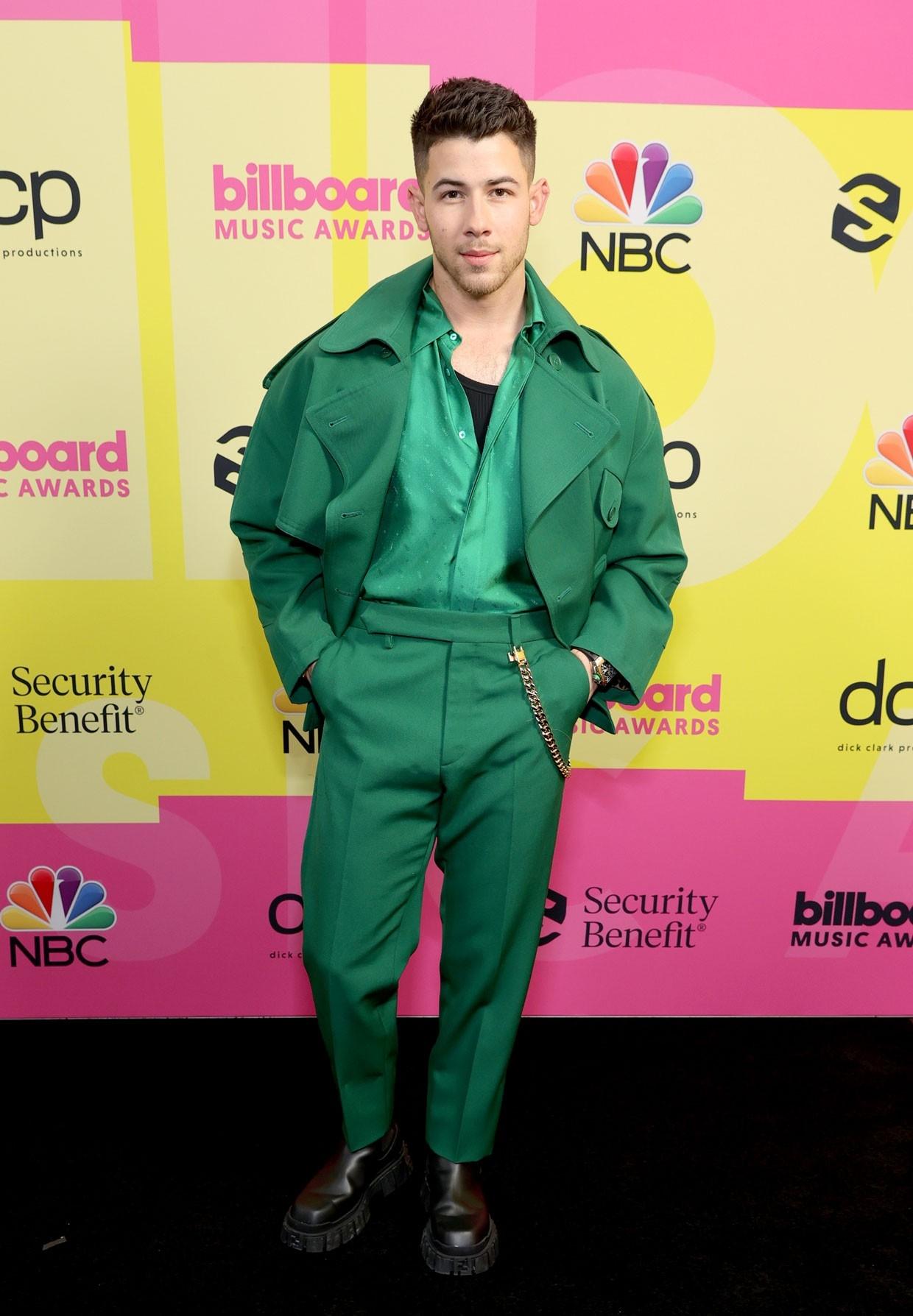 Billboard Music Awards 2021: Меган Фокс, Приянка Чопра, P!nk и другие на красной дорожке премии (ФОТО) - фото №2