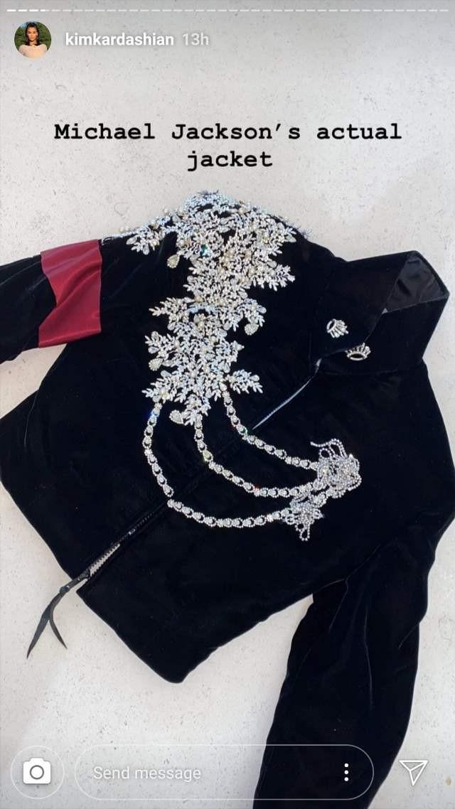 С гардероба Майкла Джексона: Ким Кардашьян подарила дочери неприлично дорогой подарок на Рождество - фото №1